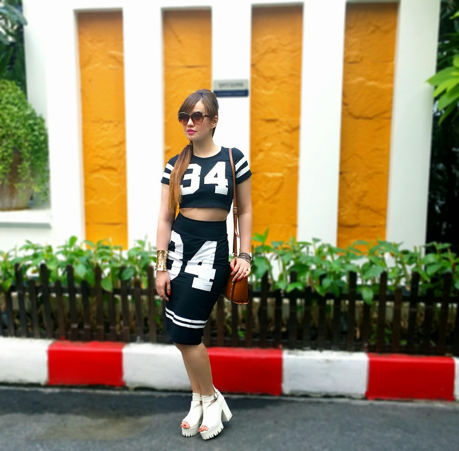 Sporty Chic, Twin set, crop top, pencil skirt, jersey style