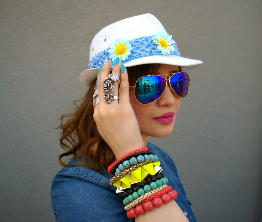 Ray-Ban blue Mirrored Sunglasses, hat, Armour rings, bracelets